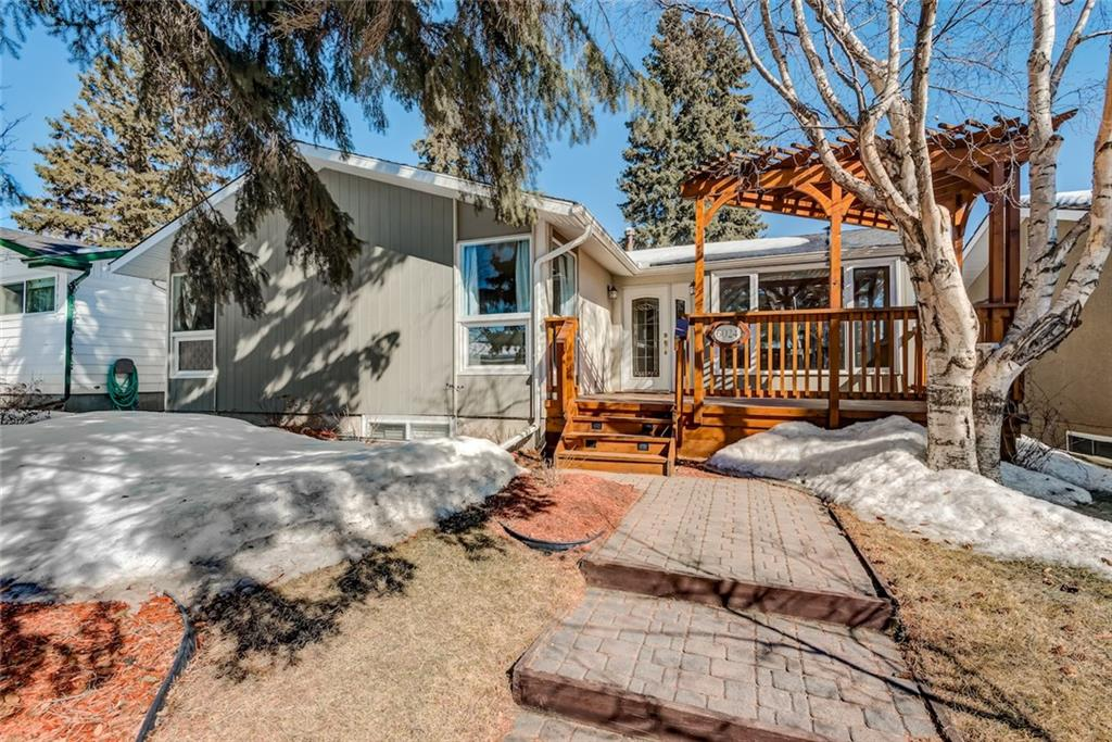 Main Photo: 6024 LEWIS Drive SW in Calgary: Lakeview House for sale : MLS®# C4174474
