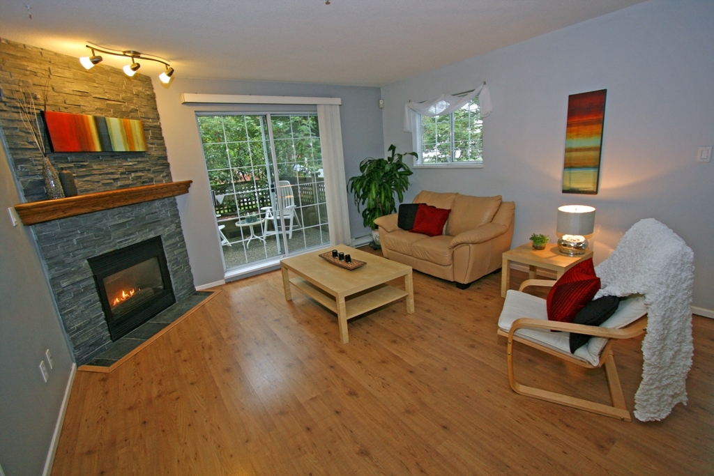 "Photo 3: 101 1990 COQUITLAM Avenue in Port Coquitlam: Glenwood PQ Condo for sale in ""THE RICHFIELD"" : MLS(r) # V913956"