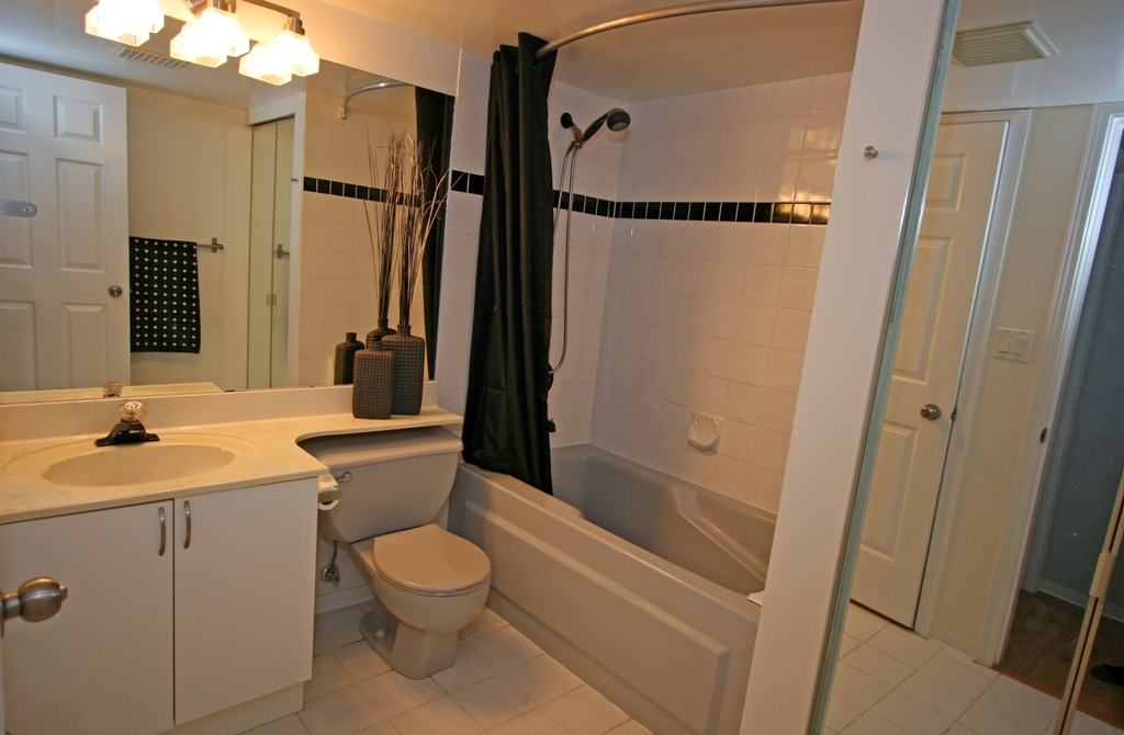 "Photo 6: 101 1990 COQUITLAM Avenue in Port Coquitlam: Glenwood PQ Condo for sale in ""THE RICHFIELD"" : MLS(r) # V913956"