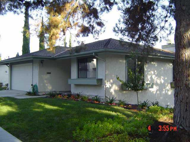 Main Photo: BAY PARK Home for sale or rent : 2 bedrooms : 2905 Caminito Niquel in San Diego