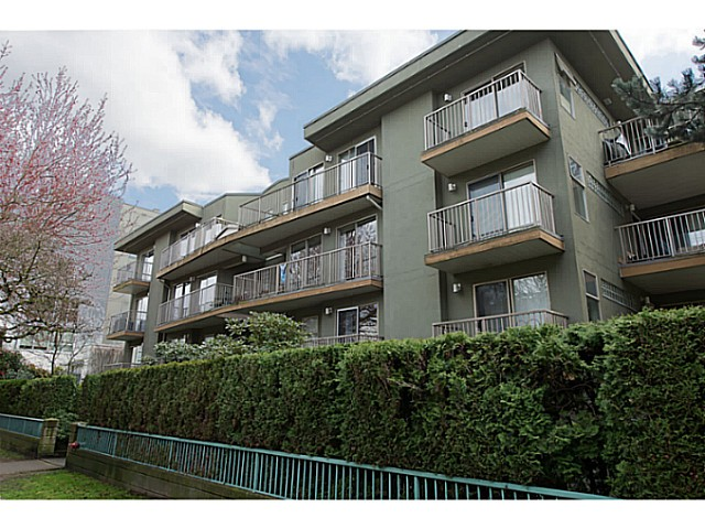 "Main Photo: 418 1820 W 3RD Avenue in Vancouver: Kitsilano Condo for sale in ""Monterey"" (Vancouver West)  : MLS(r) # V1057027"