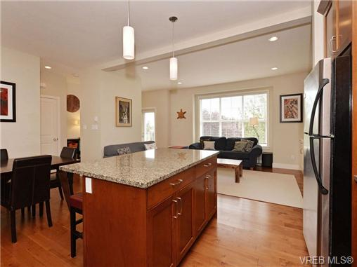 Photo 8: 4 1105 Esquimalt Road in VICTORIA: Es Saxe Point Townhouse for sale (Esquimalt)  : MLS® # 351697