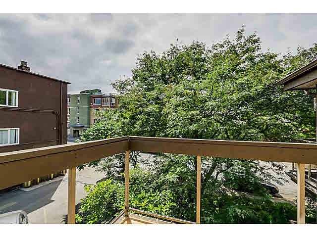 "Photo 3: 302 1689 E 4TH Avenue in Vancouver: Grandview VE Condo for sale in ""ANGUS MANOR"" (Vancouver East)  : MLS® # V1135533"