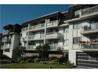 Main Photo: 104 306 W 1ST STREET in : Lower Lonsdale Condo for sale : MLS® # V992070