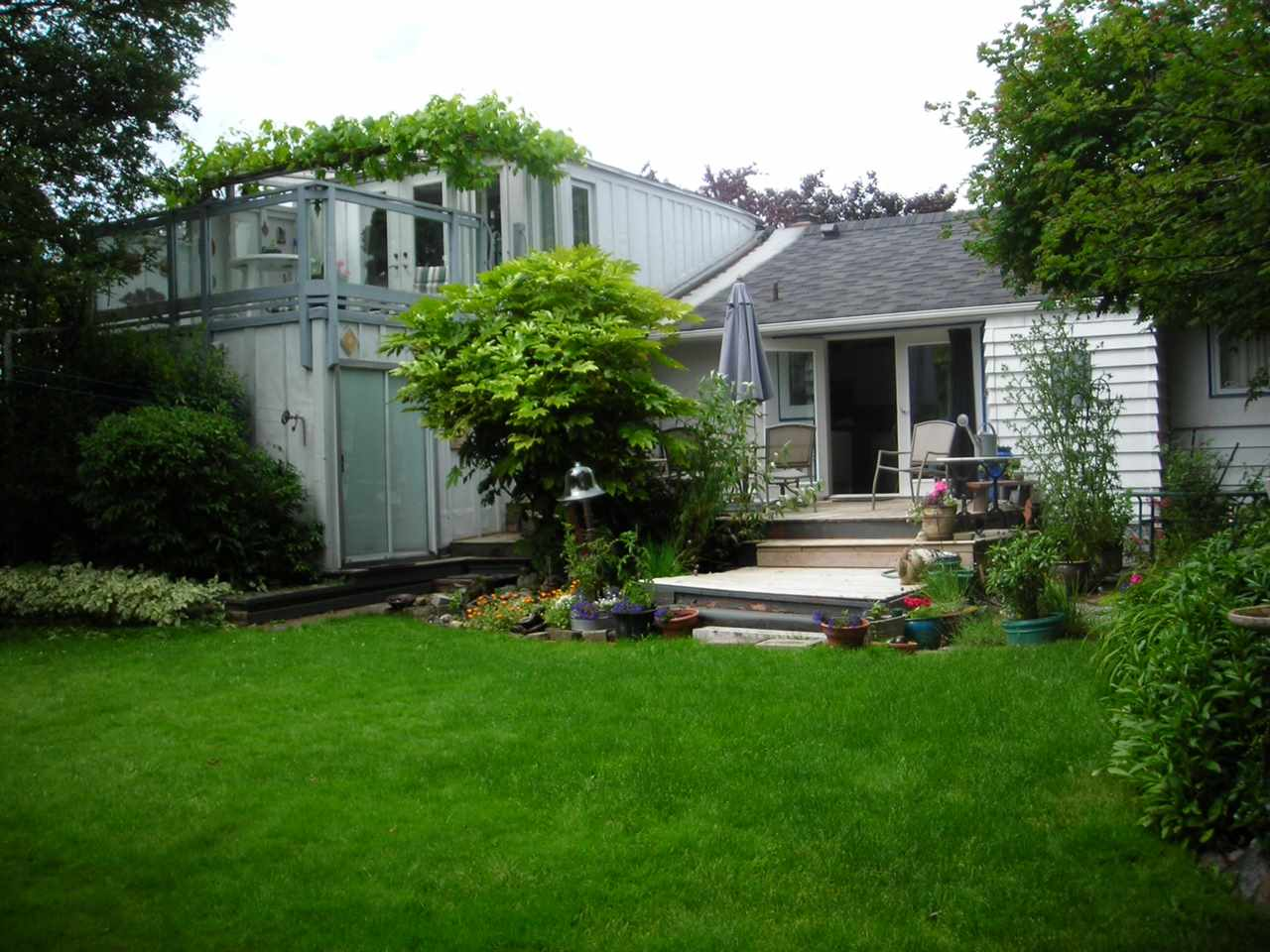 Photo 2: 15670 ROPER Avenue: White Rock House for sale (South Surrey White Rock)  : MLS(r) # R2039603