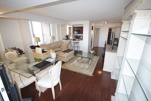 Main Photo: 1112 310 Red Maple Road in Richmond Hill: Langstaff Condo for lease : MLS® # N3453681