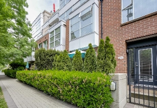 "Main Photo: 2738 CRANBERRY Drive in Vancouver: Kitsilano Townhouse for sale in ""ZYDECO"" (Vancouver West)  : MLS® # R2073956"