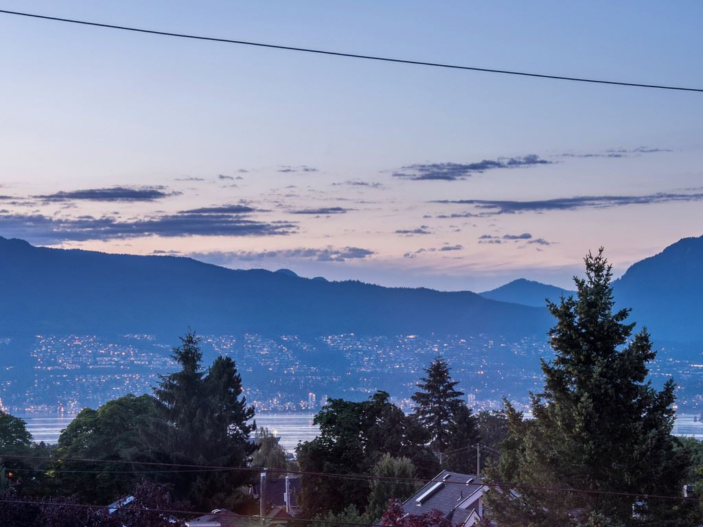 "Main Photo: 3711 W 24TH Avenue in Vancouver: Dunbar House for sale in ""DUNBAR"" (Vancouver West)  : MLS® # R2086786"