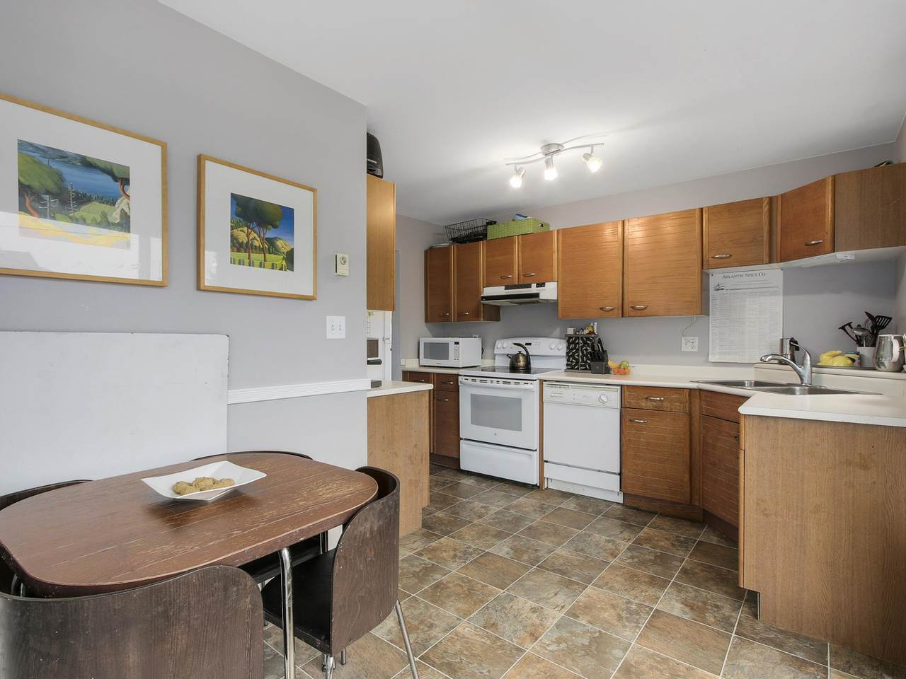 Main Photo: 201 2339 SHAUGHNESSY Street in Port Coquitlam: Central Pt Coquitlam Condo for sale : MLS® # R2131336