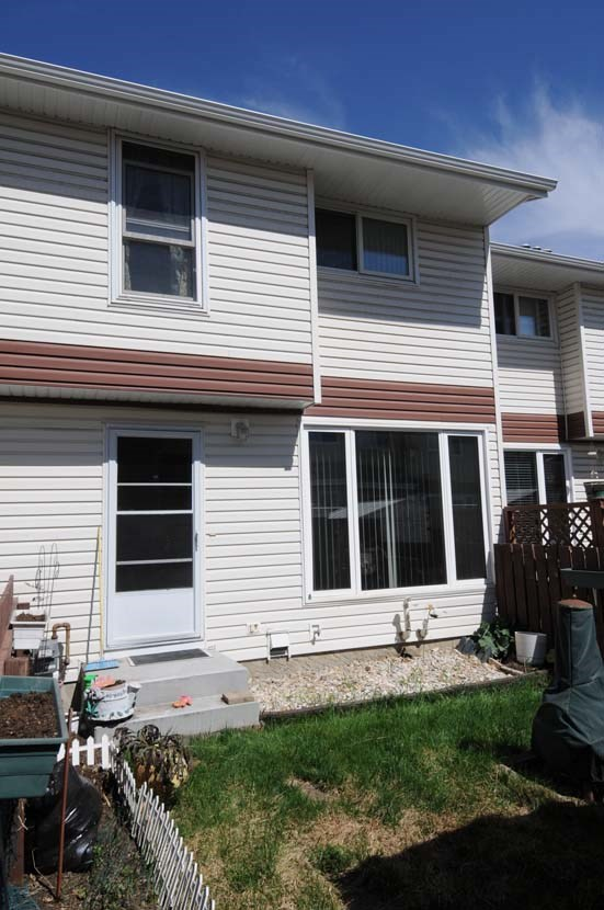 Main Photo: 420 CLAREVIEW Road in Edmonton: Zone 35 Townhouse for sale : MLS® # E4051469