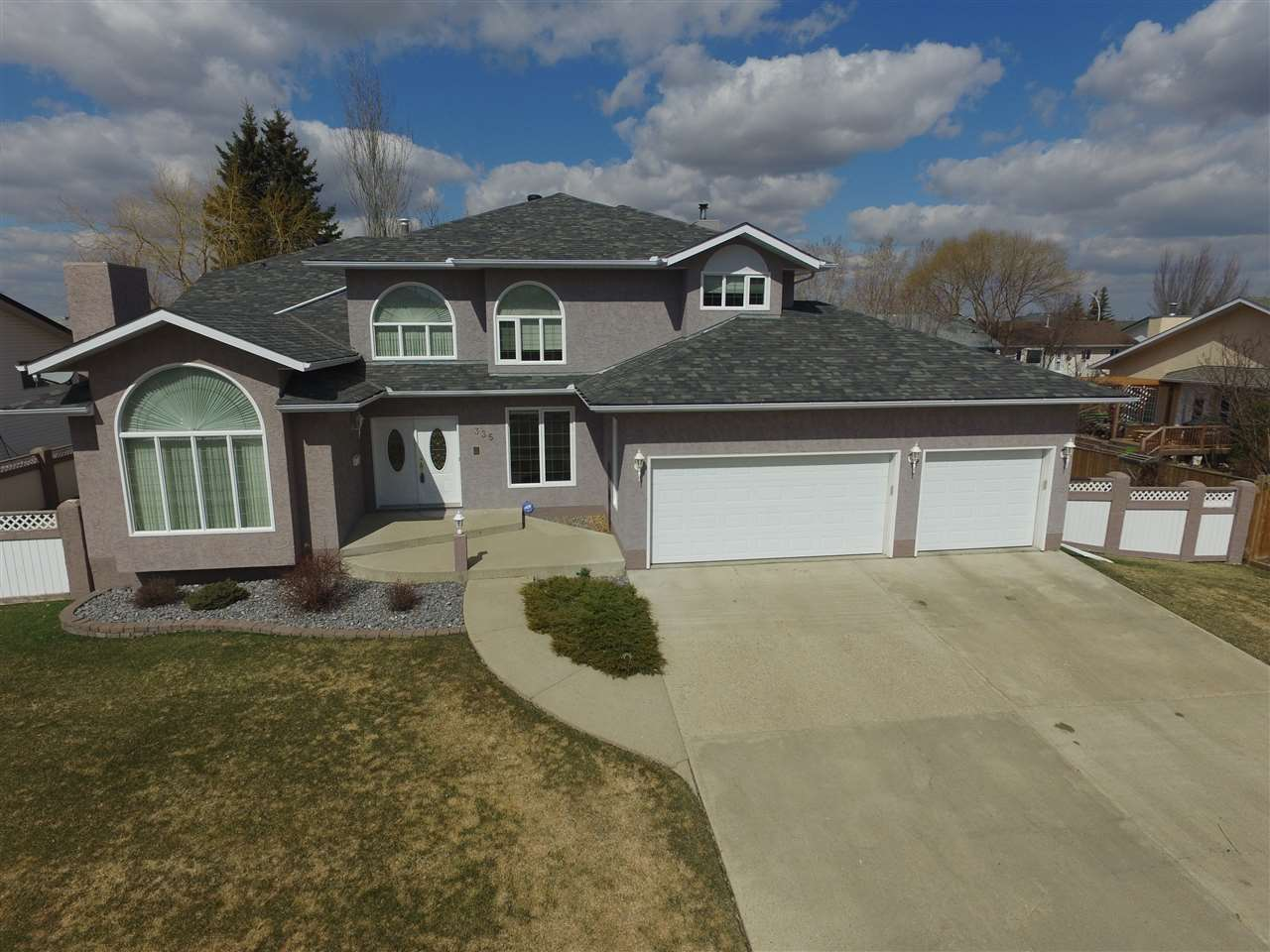 Main Photo: 335 Parkview Drive: Wetaskiwin House for sale : MLS(r) # E4058942