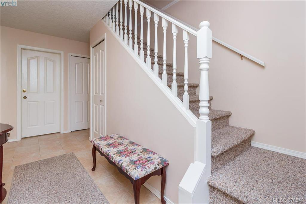 Photo 3: 9525 Canora Road in SIDNEY: Si Sidney South-West Strata Duplex Unit for sale (Sidney)  : MLS(r) # 376543