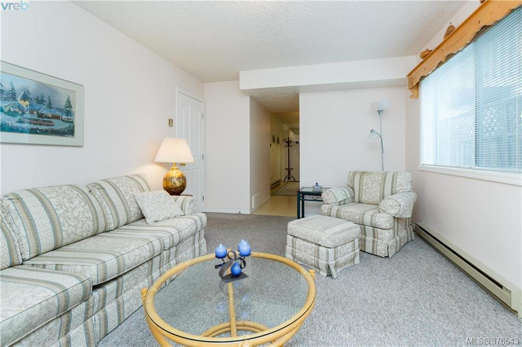 Photo 12: 9525 Canora Road in SIDNEY: Si Sidney South-West Strata Duplex Unit for sale (Sidney)  : MLS(r) # 376543