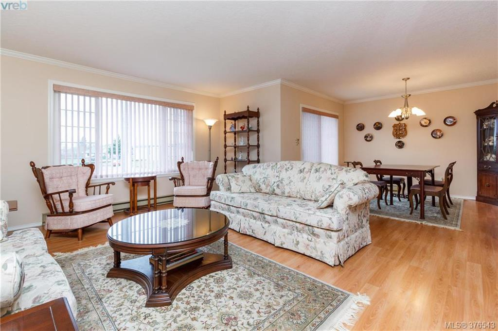 Photo 4: 9525 Canora Road in SIDNEY: Si Sidney South-West Strata Duplex Unit for sale (Sidney)  : MLS(r) # 376543