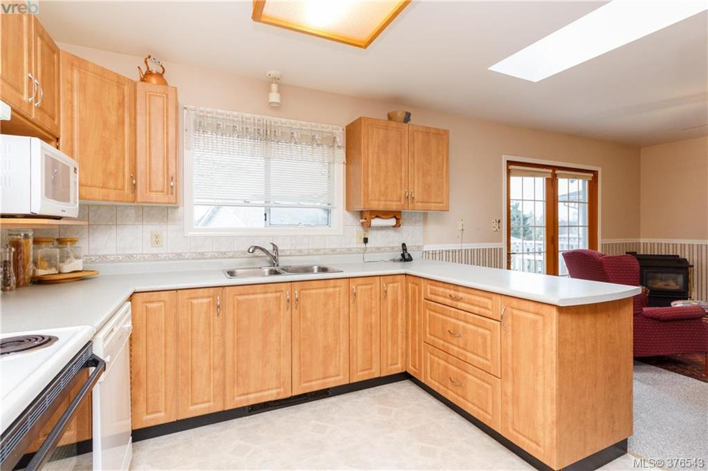 Photo 7: 9525 Canora Road in SIDNEY: Si Sidney South-West Strata Duplex Unit for sale (Sidney)  : MLS(r) # 376543