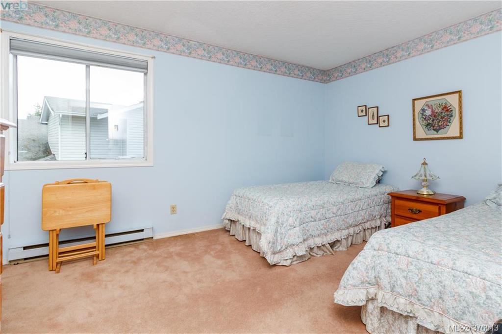 Photo 10: 9525 Canora Road in SIDNEY: Si Sidney South-West Strata Duplex Unit for sale (Sidney)  : MLS(r) # 376543