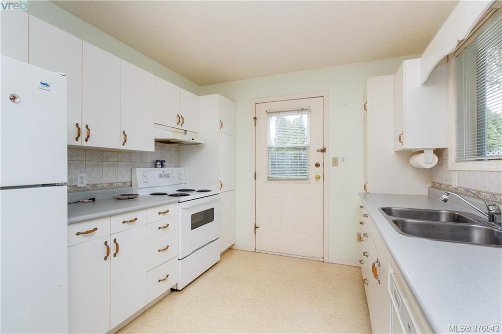 Photo 14: 9525 Canora Road in SIDNEY: Si Sidney South-West Strata Duplex Unit for sale (Sidney)  : MLS(r) # 376543
