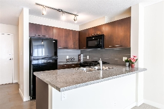 "Main Photo: 918 9171 FERNDALE Road in Richmond: McLennan North Condo for sale in ""Fullterton"" : MLS® # R2207092"
