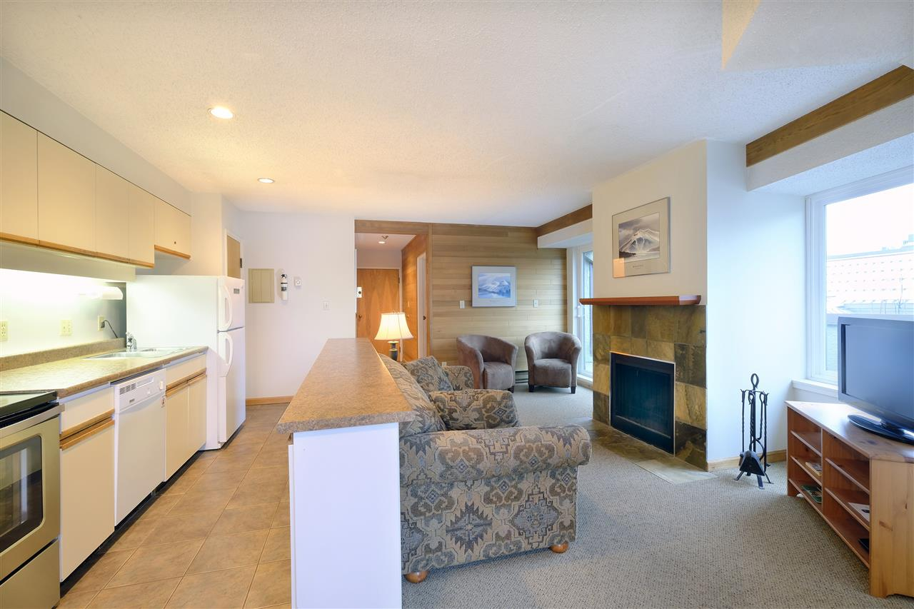 "Main Photo: 400 4111 GOLFERS APPROACH in Whistler: Whistler Village Condo for sale in ""WINDWHISTLE"" : MLS®# R2223702"