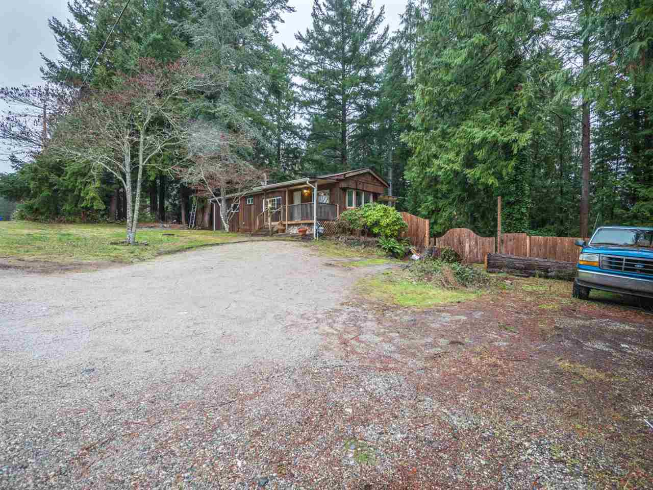 Photo 2: Photos: 5592 WAKEFIELD Road in Sechelt: Sechelt District Manufactured Home for sale (Sunshine Coast)  : MLS®# R2230720