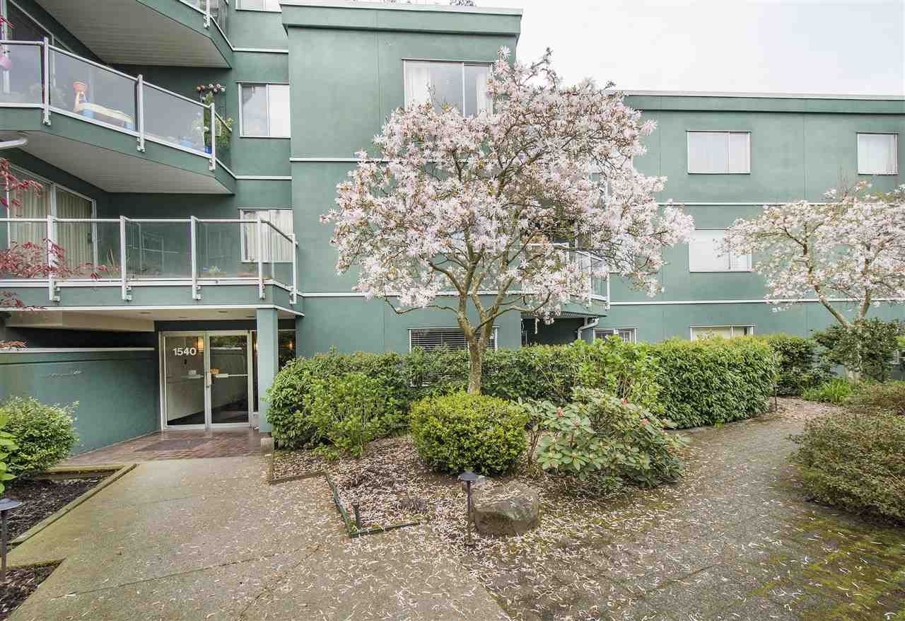 "Main Photo: 307 1540 MARINER Walk in Vancouver: False Creek Condo for sale in ""MARINER WALK"" (Vancouver West)  : MLS®# R2263006"