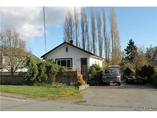 Main Photo: 881 Sevenoaks Road in VICTORIA: SE Swan Lake Residential for sale (Saanich East)  : MLS(r) # 321968