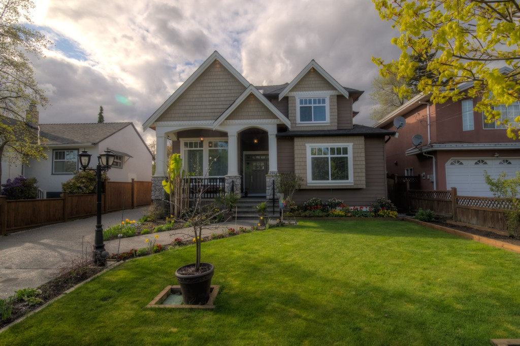 "Main Photo: 2013 EDINBURGH Street in New Westminster: Connaught Heights House for sale in ""CONNAUGHT HEIGHTS"" : MLS® # V1059391"