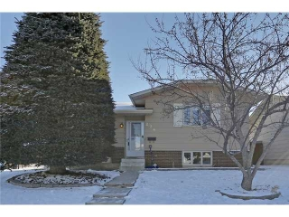 Main Photo: 224 SUNVALE Crescent SE in Calgary: Sundance Residential Detached Single Family for sale : MLS®# C3652365