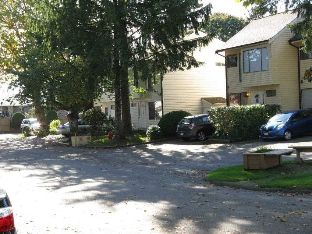 "Photo 3: 31 9358 128 Street in Surrey: Queen Mary Park Surrey Townhouse for sale in ""Surrey Meadows"" : MLS® # R2007748"