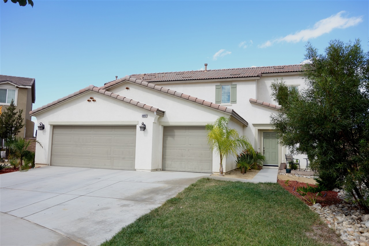 Photo 2: TEMECULA House for sale : 4 bedrooms : 34207 Sundew Ct in Lake Elsinore
