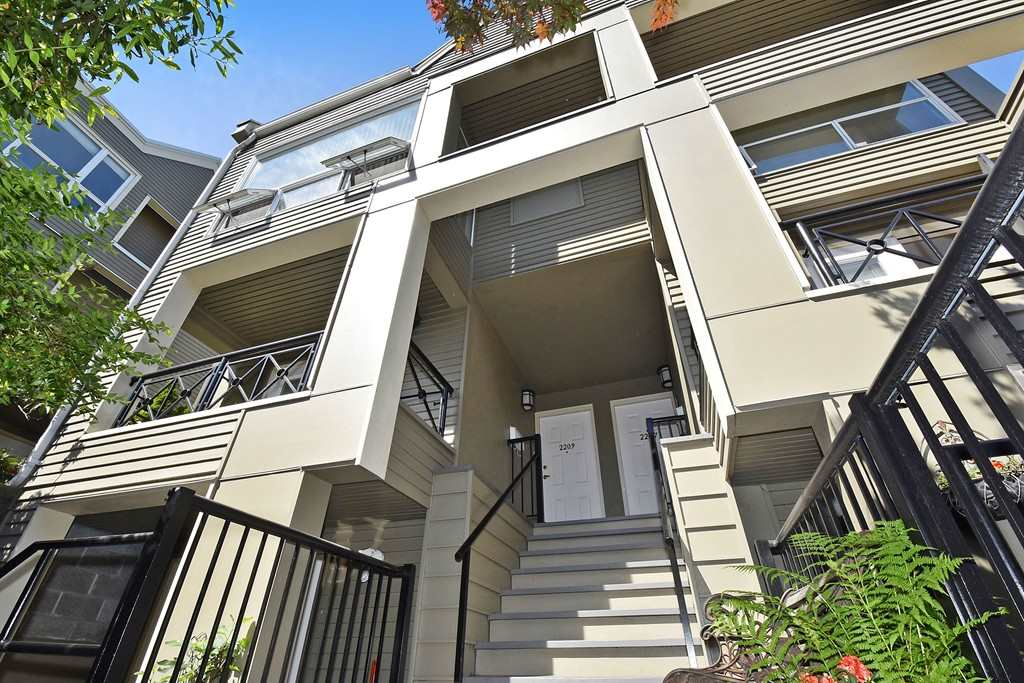 Main Photo: 2209 ALDER Street in Vancouver: Fairview VW Townhouse for sale (Vancouver West)  : MLS® # R2069588