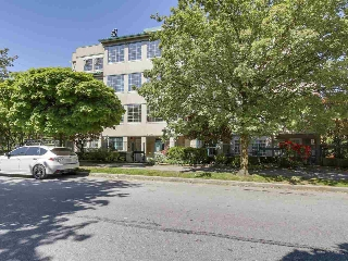 "Main Photo: 102 2091 VINE Street in Vancouver: Kitsilano Condo for sale in ""VINE GARDENS"" (Vancouver West)  : MLS(r) # R2171908"