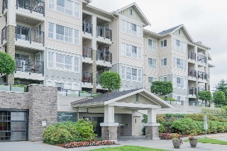 "Main Photo: 122 19673 MEADOW GARDENS Way in Pitt Meadows: North Meadows PI Condo for sale in ""THE FAIRWAYS"" : MLS(r) # R2172580"