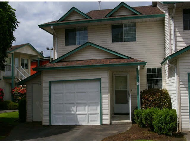 "Main Photo: 9 45640 STOREY Avenue in Sardis: Sardis West Vedder Rd Townhouse for sale in ""Whispering Pines"" : MLS® # R2175072"