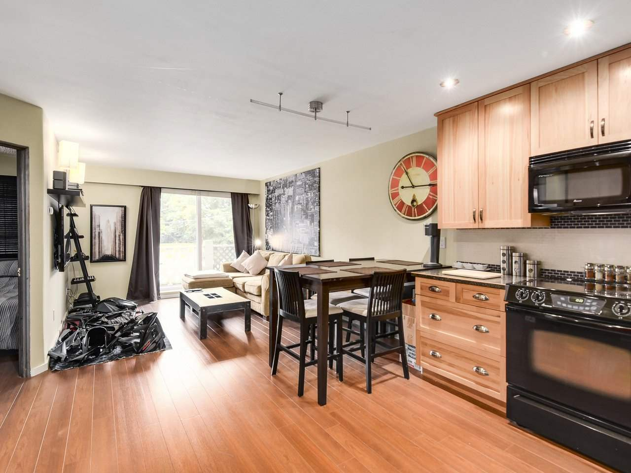 "Photo 2: 102 711 E 6TH Avenue in Vancouver: Mount Pleasant VE Condo for sale in ""Picasso"" (Vancouver East)  : MLS® # R2180358"