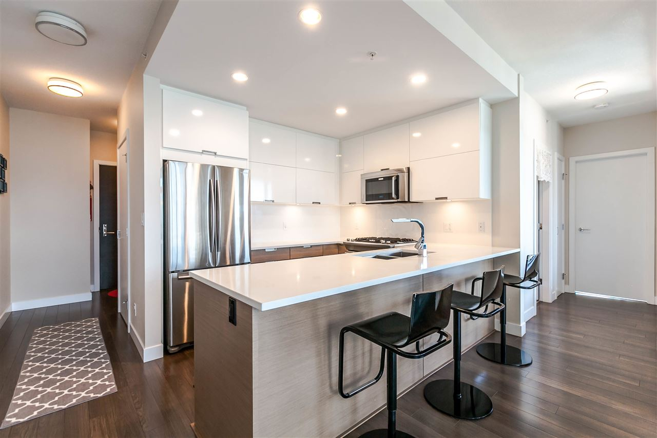 "Main Photo: 2905 2077 ROSSER Avenue in Burnaby: Brentwood Park Condo for sale in ""VANTAGE"" (Burnaby North)  : MLS(r) # R2189525"