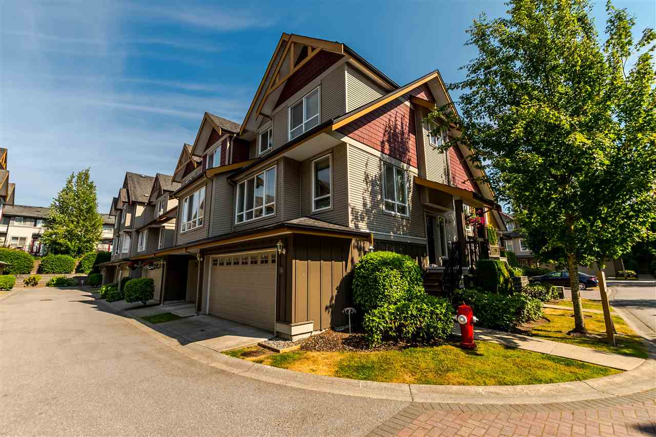 "Main Photo: 16 16789 60 Avenue in Surrey: Cloverdale BC Townhouse for sale in ""LAREDO"" (Cloverdale)  : MLS®# R2190662"