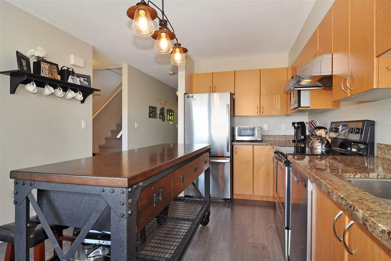 "Main Photo: 24 1268 RIVERSIDE Drive in Port Coquitlam: Riverwood Townhouse for sale in ""SOMERSTON LANE"" : MLS® # R2198641"