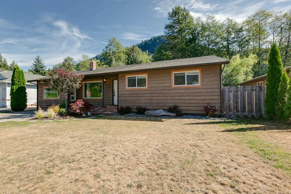 "Main Photo: 41374 DRYDEN Road in Squamish: Brackendale House for sale in ""Brackendale"" : MLS®# R2198766"