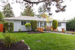 Main Photo: 2296 Edgelow Street in VICTORIA: SE Arbutus Single Family Detached for sale (Saanich East)  : MLS® # 384491