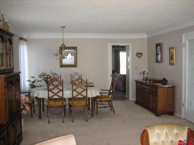 "Photo 4: 45413 BEECH NUT Avenue in Sardis: Sardis West Vedder Rd House for sale in ""WELLS LANDING"" : MLS(r) # H1102094"