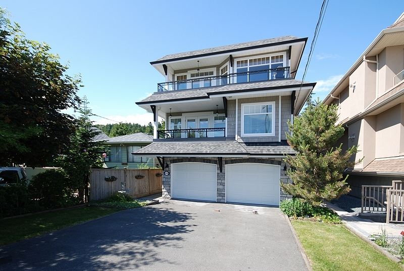 FEATURED LISTING: 14783 MARINE Drive White Rock