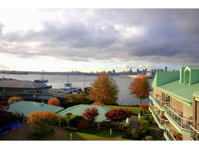 "Main Photo: 2301 33 CHESTERFIELD Place in North Vancouver: Lower Lonsdale Condo for sale in ""HARBOURVIEW PARK"" : MLS®# V919164"