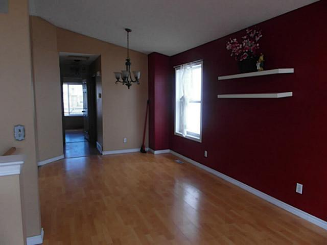 Photo 4: 76 ANAHEIM Crescent NE in CALGARY: Monterey Park Residential Detached Single Family for sale (Calgary)  : MLS(r) # C3609269