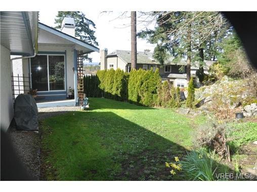 Photo 11: 4352 Parkwood Terrace in VICTORIA: SE Broadmead Strata Duplex Unit for sale (Saanich East)  : MLS® # 363161