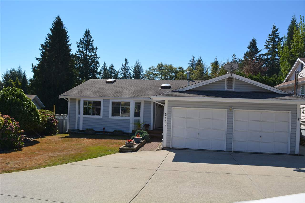 Main Photo: 5466 CARNABY Place in Sechelt: Sechelt District House for sale (Sunshine Coast)  : MLS®# R2103852