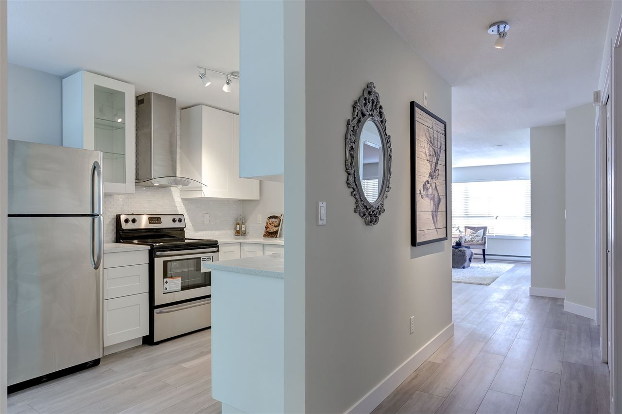 Photo 3: 201 2960 PRINCESS Crescent in Coquitlam: Canyon Springs Condo for sale : MLS® # R2111047