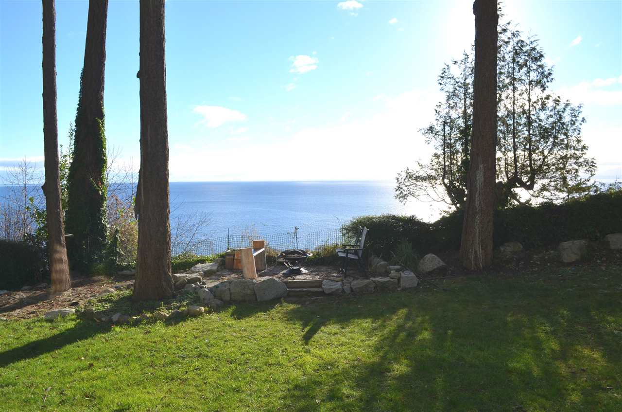 "Main Photo: 5372 SEACREST Road in Halfmoon Bay: Halfmn Bay Secret Cv Redroofs House for sale in ""HALFMOON BAY"" (Sunshine Coast)  : MLS(r) # R2126325"