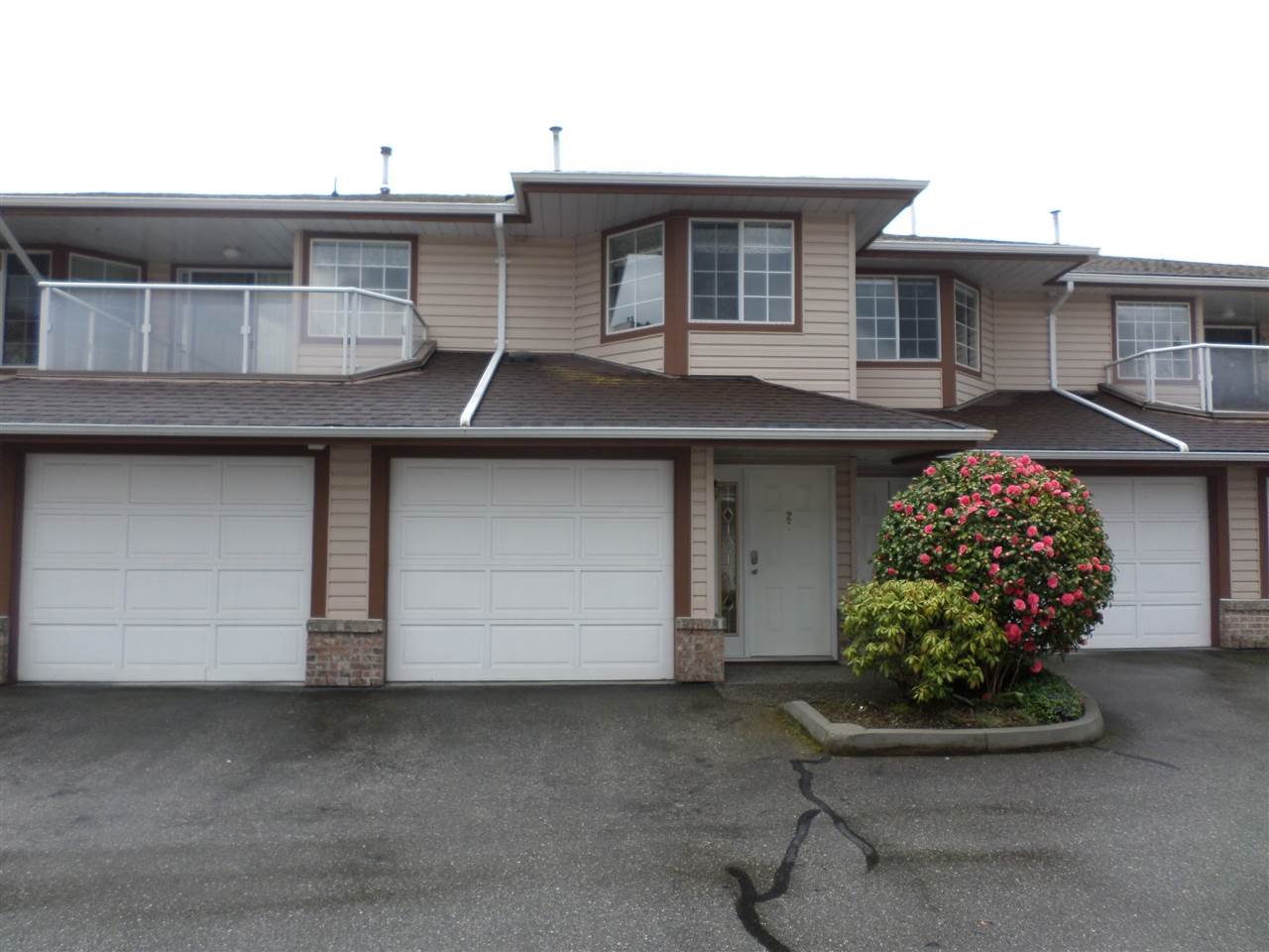 "Main Photo: 2 32659 GEORGE FERGUSON Way in Abbotsford: Abbotsford West Townhouse for sale in ""Canterbury Gate"" : MLS® # R2157901"