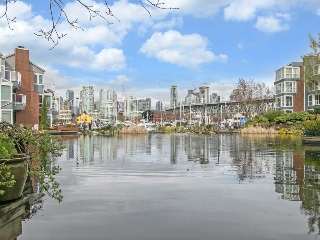 "Main Photo: 1585 MARINER Walk in Vancouver: False Creek Townhouse for sale in ""LAGOONS"" (Vancouver West)  : MLS® # R2158122"